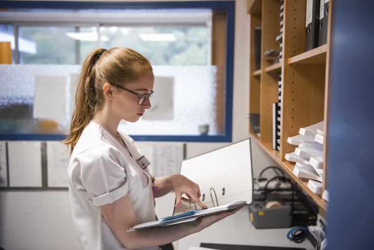 Gesundheits- und Krankenpfleger – Leas abwechslungsreiche Ausbildung im Klinikum Idar-Oberstein