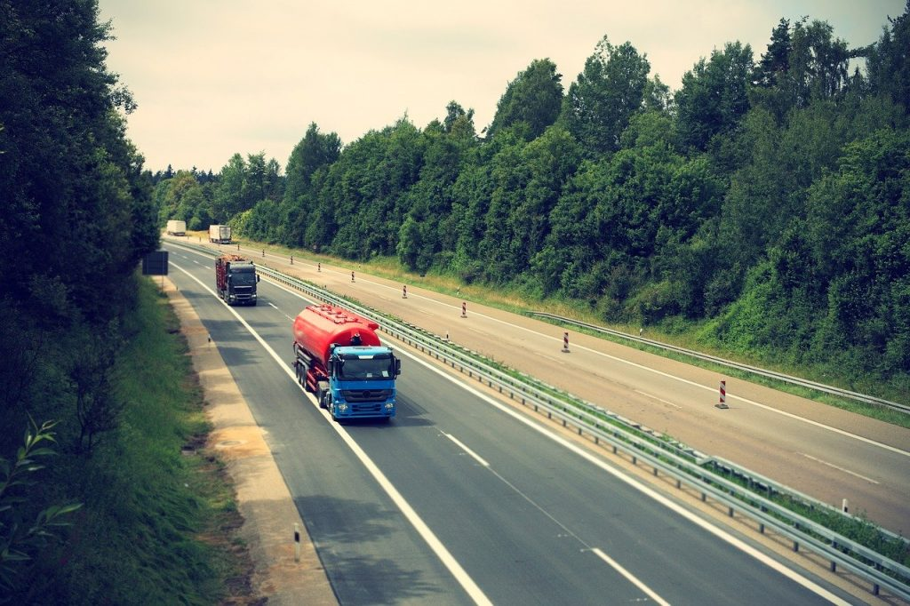 truck-2138974_1280