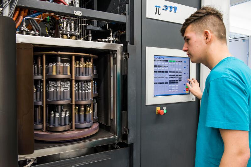 Experte an der Werkzeugschleifmaschine und Sicherheitsbeauftragter – Spannende Jobs bei K.H. – Müller